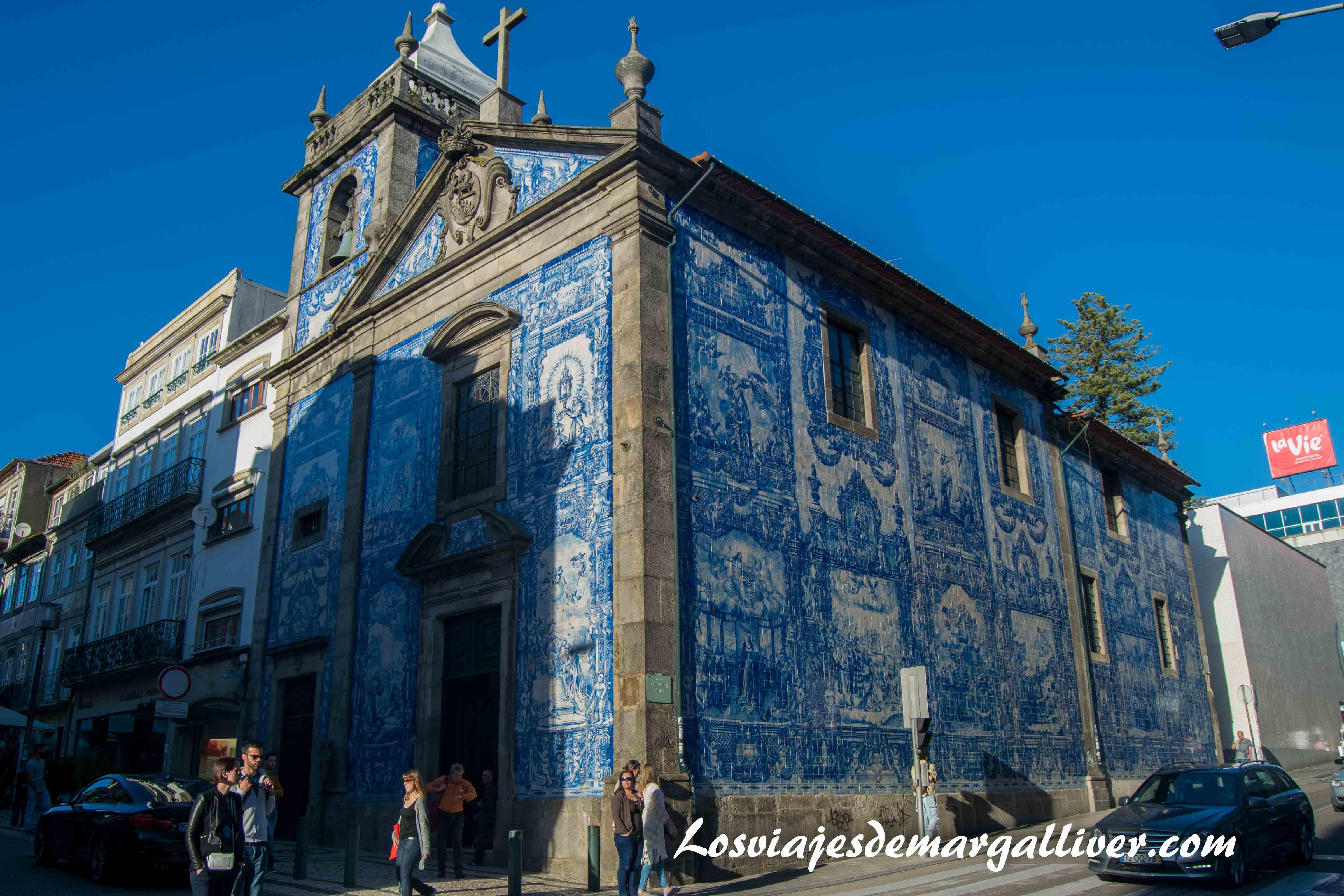 Al salir del metro de Bolhao te encuentras con la preciosa Capela das Almas, visitar Oporto - Los viajes de Margalliver que ver en Oporto